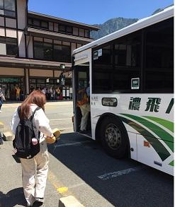 バスに乗り換え.jpg
